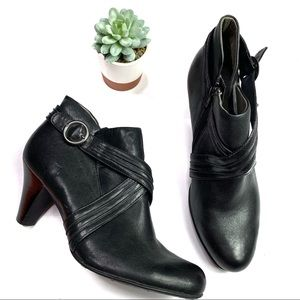 Born Black Leather Ankle Booties Size 9 EUC